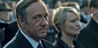 Frank Underwood Breaks 4th Wall in HOUSE OF CARDS