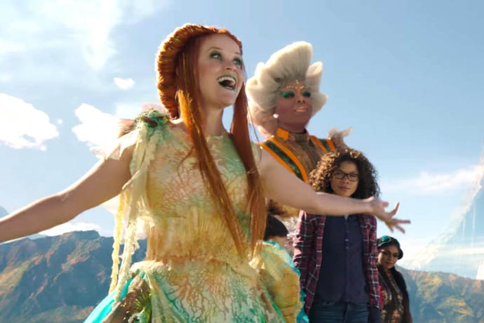 Reese Witherspoon and Oprah Winfrey In A Wrinkle In Time