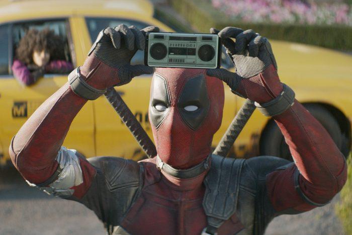 Deadpool2-xmas-special-1